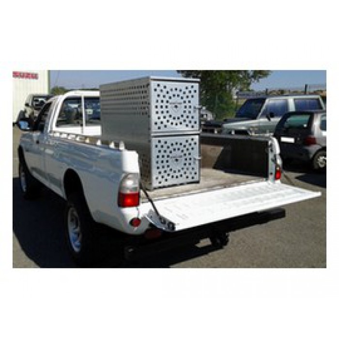 caisse de transport chien en t le pour votre benne de pick up pi ce occasion casse 4x4. Black Bedroom Furniture Sets. Home Design Ideas
